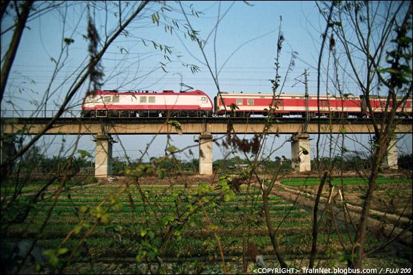 2008年1月,广州,石井大道,红星村。K8次,广州-武昌。因为高铁开通而停开的列车。(B7103)