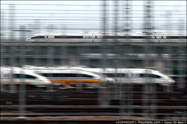 2011年6月28日上海。一列沪杭高铁的CRH3C列车经过上海虹桥动车所。(IMG-0025-110628)