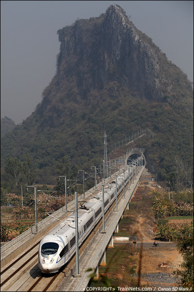 2011年2月6日。广东英德。CRH3C通过两厢山隧道群。(IMG-5200-110206)