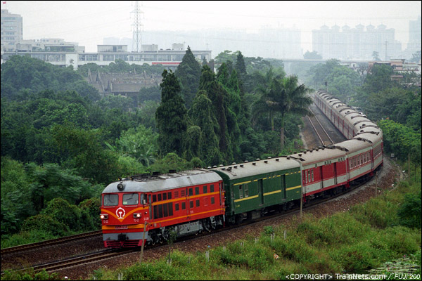 2006年10月。佛山三眼桥。广州-达州列车前往三水方向。(A4604)