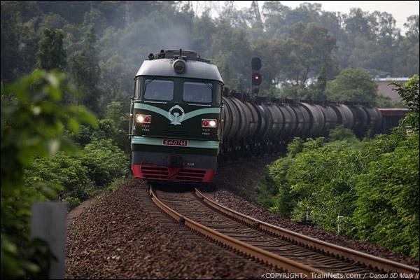 2012年9月9日。广东佛山狮山。三茂铁路,DF4B牵引货列往三水方向。(IMG-2562-120909)