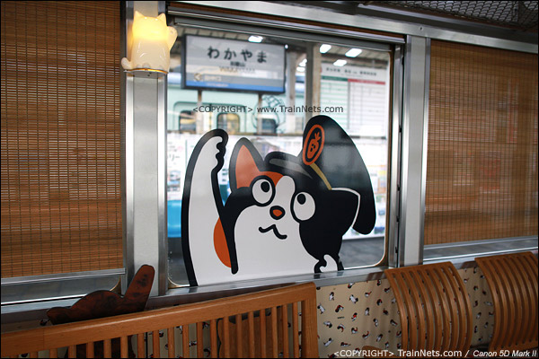 """""""阿玉电车"""",椅子后方的窗户,也会窜出一只猫。(IMG-4069-120130)"""