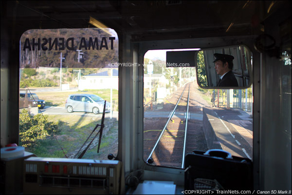 贵志川线上,列车里只有司机一人,负责全车事务。(IMG-4199-120130)