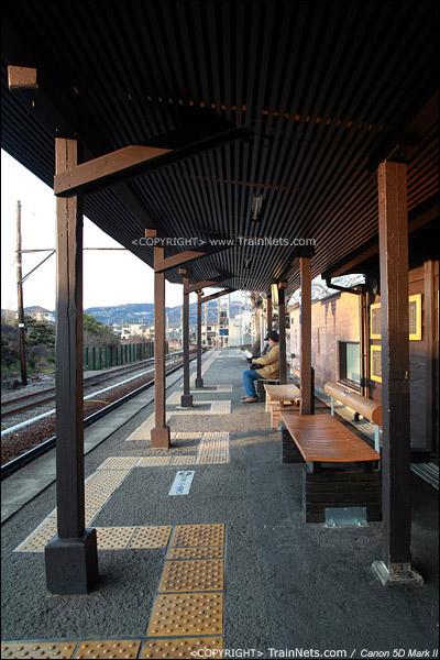 贵志站。古色古香的站台。(IMG-4320-120130)