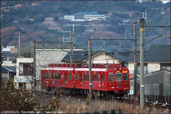 """贵志站。红色为主色的""""玩具电车""""在开行。(IMG-4373-120130)"""