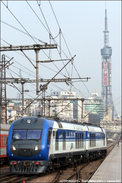 2007年4月15日。广州火车站。DF11G-0159-0160牵引5426次肇庆-广州,抵达广州站一站台后,反向进入侧线准备离开。(IMG-5388-070415)