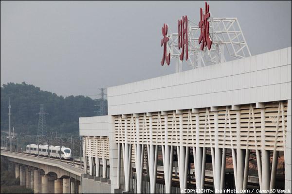 2011年12月7日。深圳光明。广深港高铁热滑的CRH3C通过深圳光明城站。(IMG-9490-111207)
