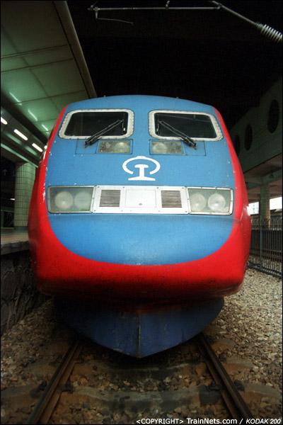 2003年。广州东站。X2000从石牌车辆段开入广州东站后,准备执行T805次,广州东-深圳。(P3213)