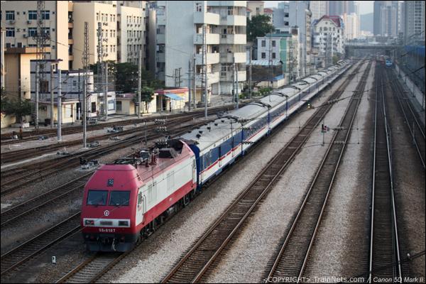 2013年3月12日。深圳彩虹桥。SS9G牵引T96,深圳-汉口北上。(IMG-2045-130312)