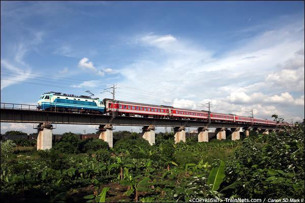 2012年7月17日。广东广州,石井大道。K260,广州东-郑州,北上。该车在京广高铁开通后停运。(IMG-1196-120717)
