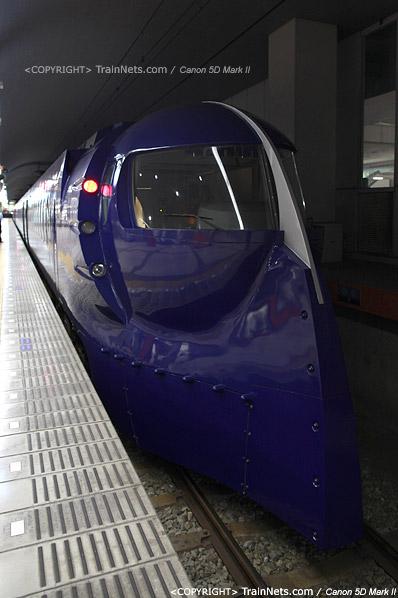 关西机场。Rapi:t特急α线列车已经停在站台上。造型独特。(IMG-4511-120130)