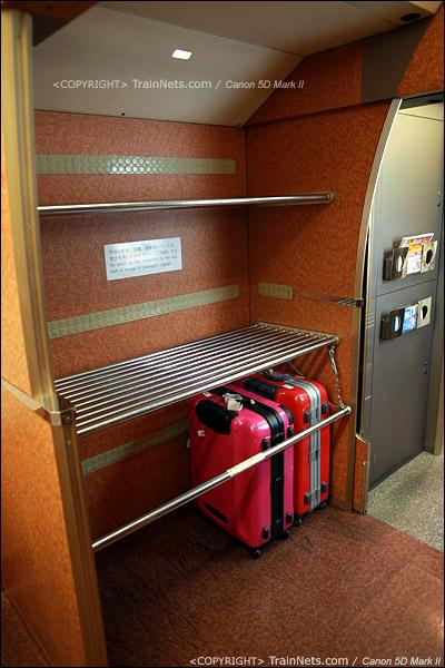 关西机场。Rapi:t特急。行李架。(IMG-4537-120130)