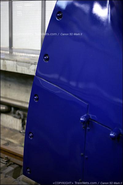 大阪难波站。Rapi:t特急。车头的武士头盔造型。车头下方细节。(IMG-4632-120130)