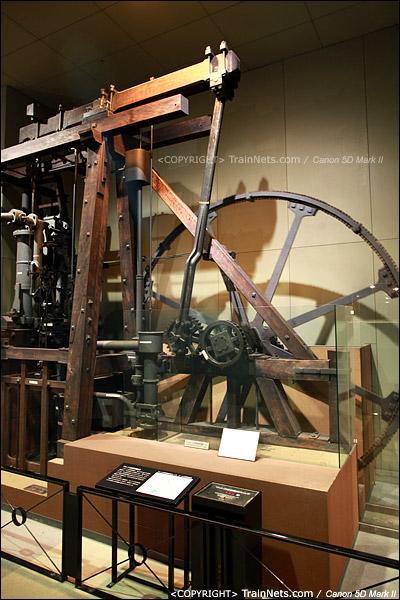 第二展厅。门口摆放着巨大的蒸汽机模型。(IMG-5129-120131)
