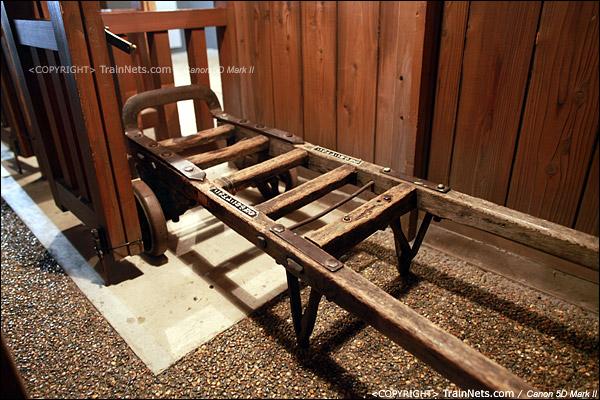 第二展厅。1930年代的木质小站,老式行李车。(IMG-5152-120131)