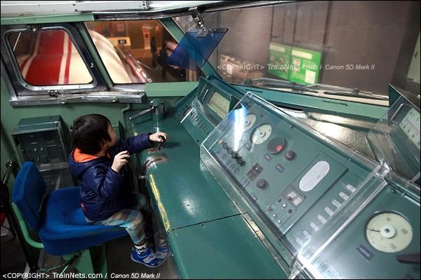 第一展厅。新干线,日本第一列0系新干线实物,驾驶室。(IMG-5264-120131)