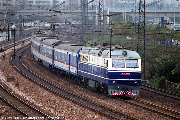 2005年2月。广州五山。DF11牵引直通车开往香港。(P4003)