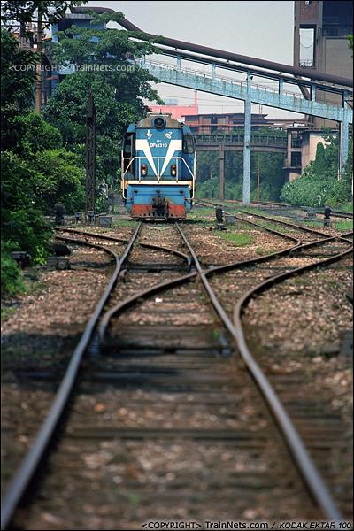 2013年8月10日。广州钢铁厂铁路。工业站里DF5-1310在休息。(E0316)