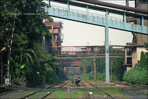 2013年8月10日。广州钢铁厂铁路。工业站内空空如也,鼎盛时这里停满了运产品的货车。(E0336)