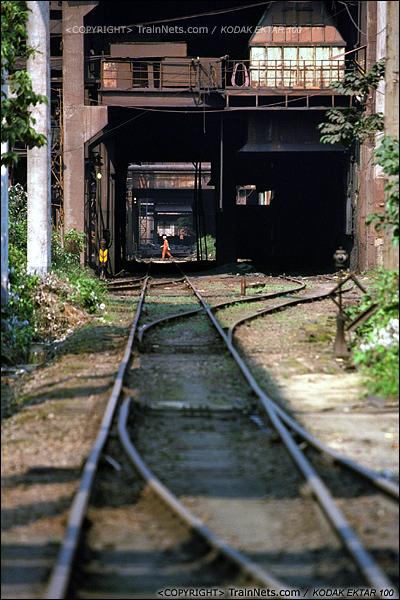 2013年8月10日。广州钢铁厂铁路。通往三、四、五号高炉的铁路,已经没有了昔日的繁忙。(E0404)