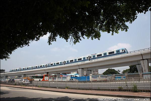 2013年6月12日。广州桥中。 广州地铁五号线列车从滘口总站发出,开往坦尾站。(IMG-1506-130612)