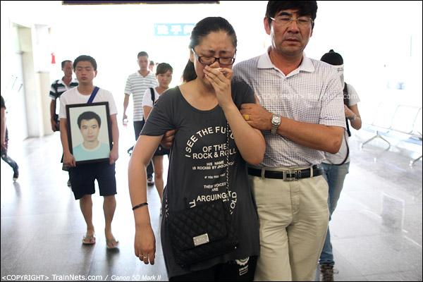 2011年7月29日。温州市殡仪馆,一名死者刚火化完毕。(IMG-2112-110729)