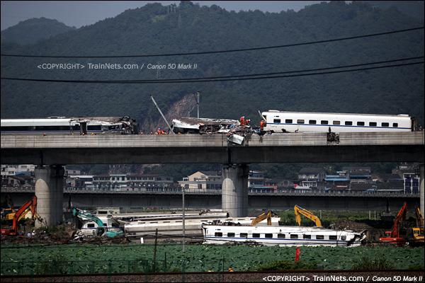 2011年7月24日。事发时立着的车厢已经吊下。(IMG-6847-110724)
