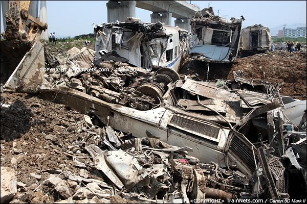 2011年7月24日。进入事发现场后,核心地带不能进入。混过保安后按了一张,马上被推出去。(IMG-7006-110724)