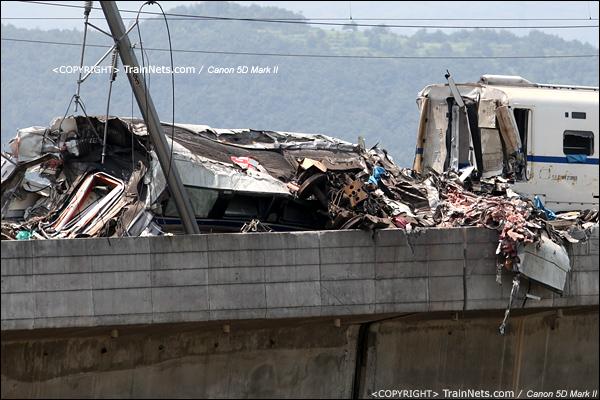 2011年7月24日。此时转移到高位,桥上撞击的惨状。(IMG-7261-110724)