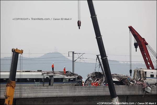 2011年7月24日。此时一共三台吊车在工作,最右侧为铁路吊。(IMG-7396-110724)