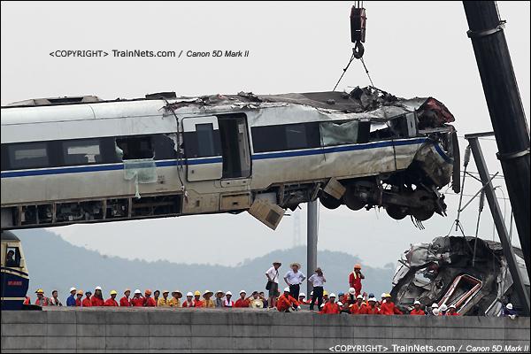 2011年7月24日。15时,D3115次,CRH1B第15号车厢,被吊起。(IMG-7504-110724)