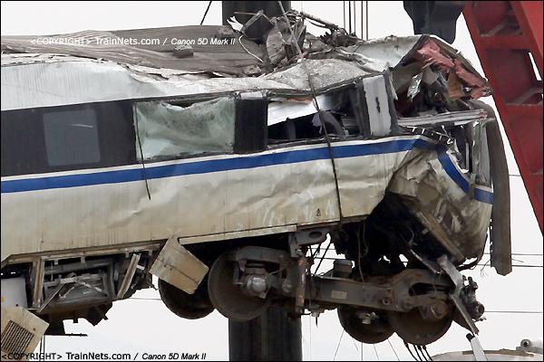 2011年7月24日。15时,D3115次,CRH1B第15号车厢,车厢严重变形。(IMG-7515-110724)