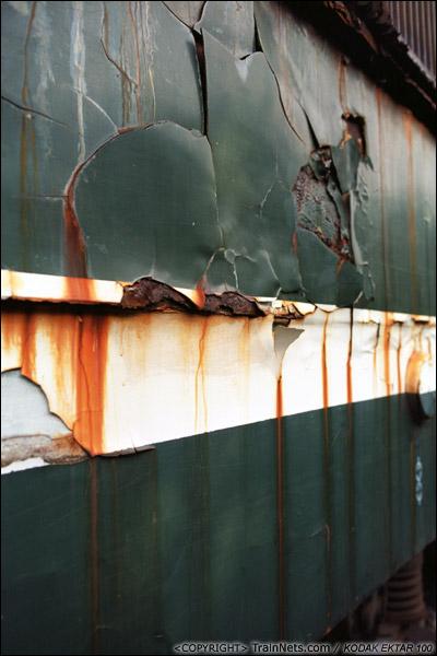 2013年9月7日。韶关机务段。SS1-0770,车身龟裂的油漆。(E0636)