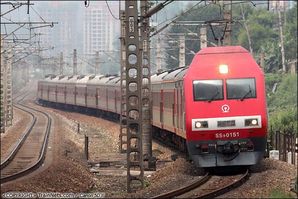 2013年9月7日。广东韶关。 K301次,连云港东-广州,SS9G机车牵引准备进入韶关东站。(IMG-5973-130907)