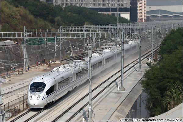 2013年10月28日。广东深圳。从广州南开来的CRH3C执行专运任务,列车驶离深圳北站进入厦深铁路。列车将搭载领导对广东段每一个车站进行检查,在饶平站折返。(IMG-7034-131028)