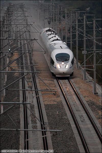 2013年10月28日。广东深圳。 CRH3C执行专运任务,行驶在深圳龙岗丹竹头路段,正返回深圳北站。列车搭载领导对广东段每一个车站进行检查,在饶平站折返。(IMG-7073-131028)