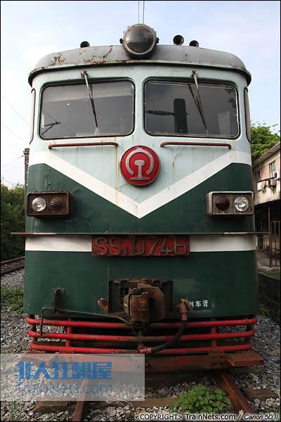 SS1型机车正脸图。广东韶关机务段封存的最后一批SS1。(IMG-6216-030907)