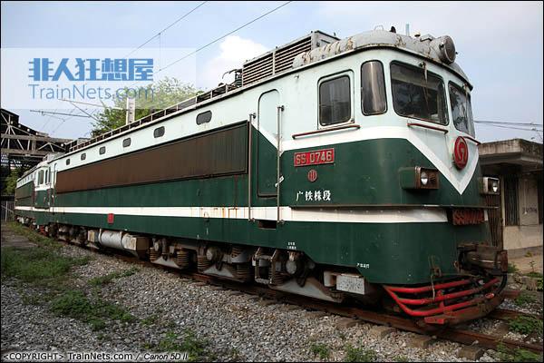SS1型机车全图。广东韶关机务段封存的最后一批SS1。(IMG-6218-030907)