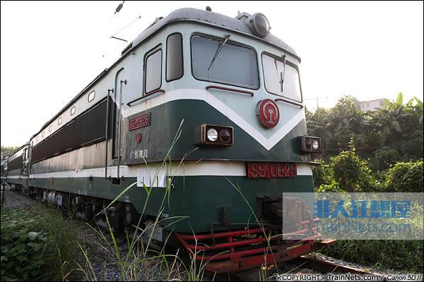 中国最后一台生产的SS1型机车,编号0826。广东韶关机务段封存的最后一批SS1。(IMG-6380-030907)