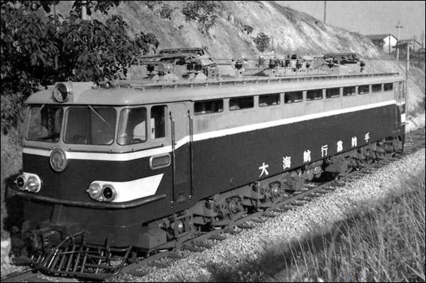 韶山2型电力机车。(互联网图片)