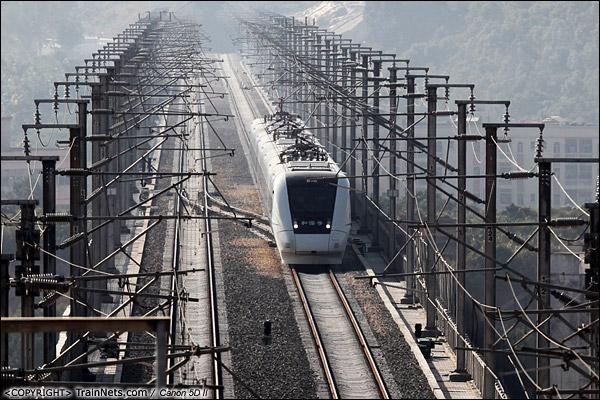 2013年12月5日。广东深圳。 CRH1-0159A行驶在厦深铁路深圳坪山路段。(IMG-0442-131205)