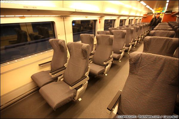 2013年12月17日。D2316次, CRH1型列车一等座。(IMG-4696-131217)