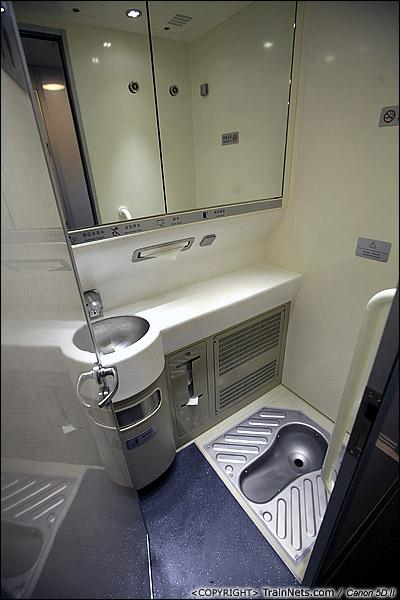 2013年12月17日。CRH1A型动车组,蹲厕。(IMG-4997-131217)