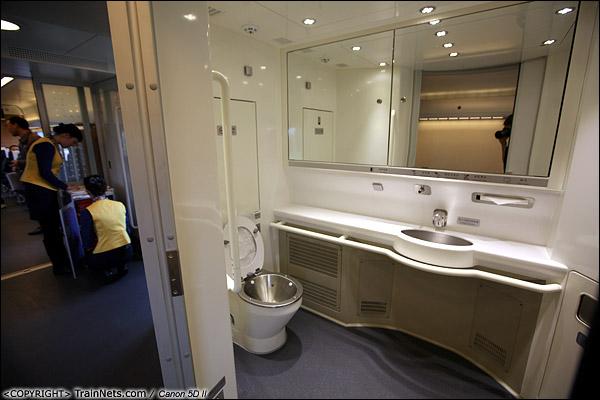2013年12月17日。CRH1A型动车组,残疾人厕所。(IMG-4982-131217)