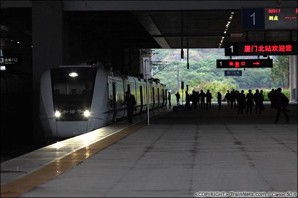 2013年12月17日。D2316次,列车抵达厦门北站,马上D2317次折返。(IMG-5158-131217)