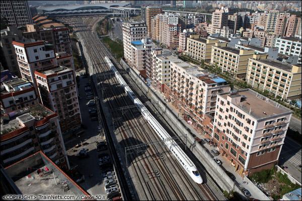 2013年12月2日。深圳龙华。 CRH2综合检测车驶离深圳北站,进入厦深线。(IMG-9087-131202)