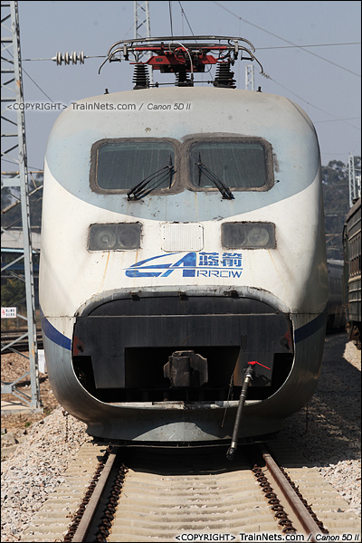 2014年1月22日。广东深圳。 平湖南编组场,回送广深的蓝箭停在存车线上。(IMG-2984-140122)