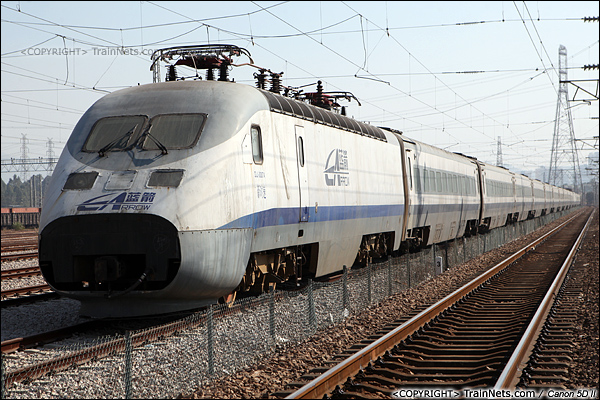 2014年1月22日。广东深圳。 平湖南编组场,回送广深的蓝箭停在存车线上。(IMG-3127-140122)