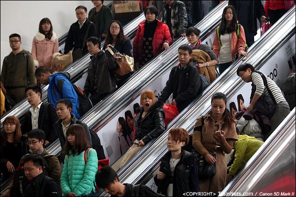 2014年1月25日下午,广州火车站。前往贵阳的列车开始进站。(IMG-4316-140126)