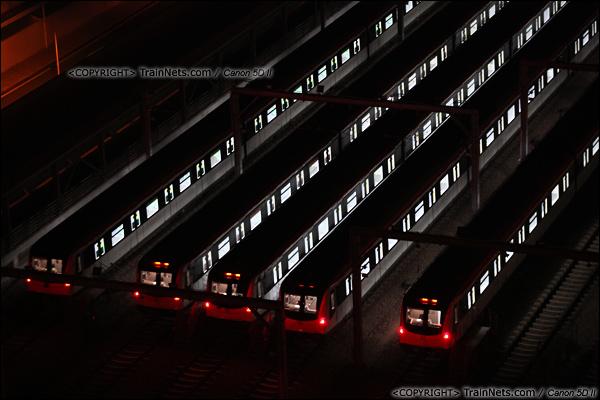 2013年10月25日。广东深圳。 深圳地铁龙华线龙胜车辆段夜景。(IMG-6024-131025)